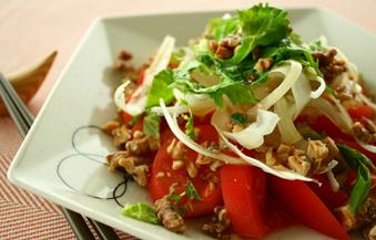 トマトとくるみの中華風サラダ