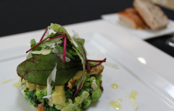 緑野菜とクルミのタルタル