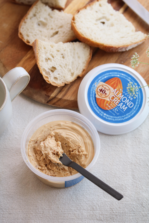 アーモンドクリームと朝ごはん。